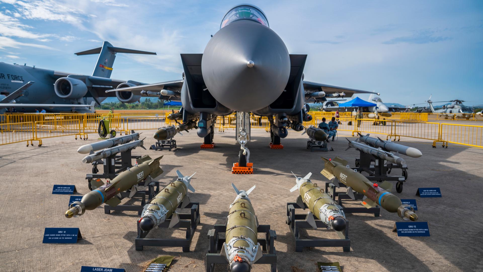 Boeing mostra aeronave militar F-15SG em feira na Malásia