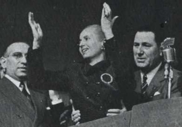 Eva e Juan Perón em ato na praça de Maio em 1952
