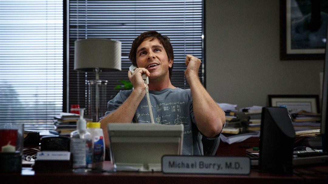Michael Burry, personagem de Christian Bale em A Grande Aposta