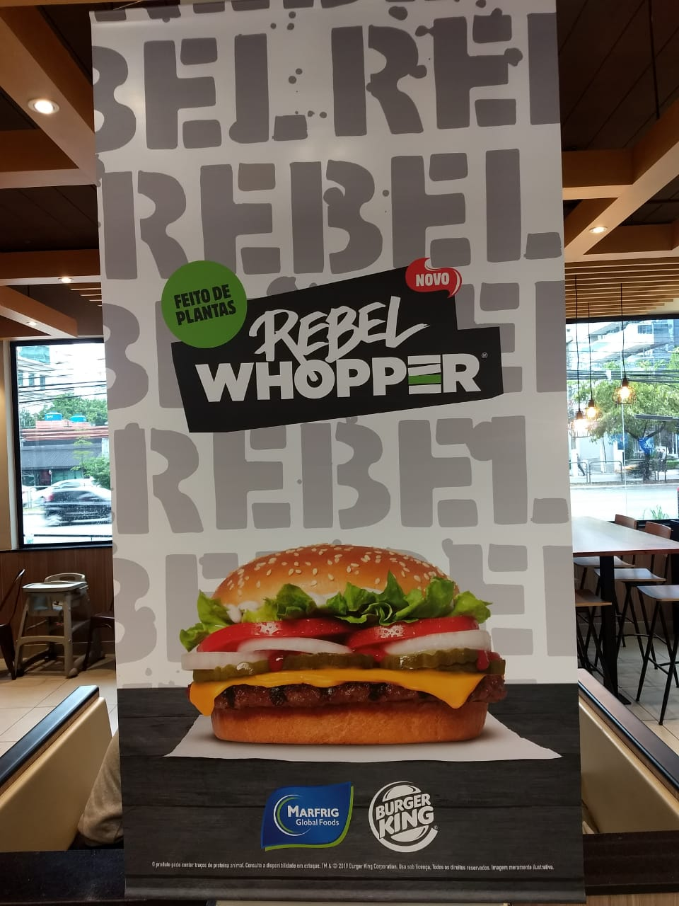 Cartaz anunciando o Rebel Whopper