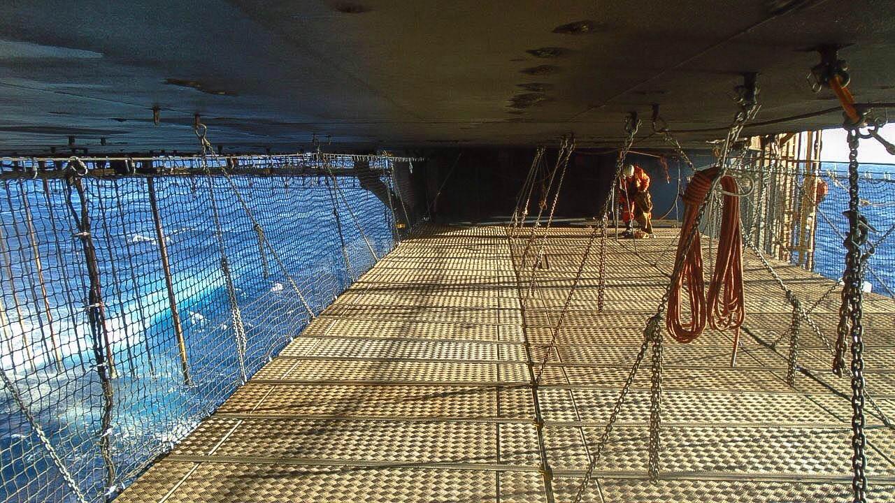 Acesso suspenso da Priner em deck offshore