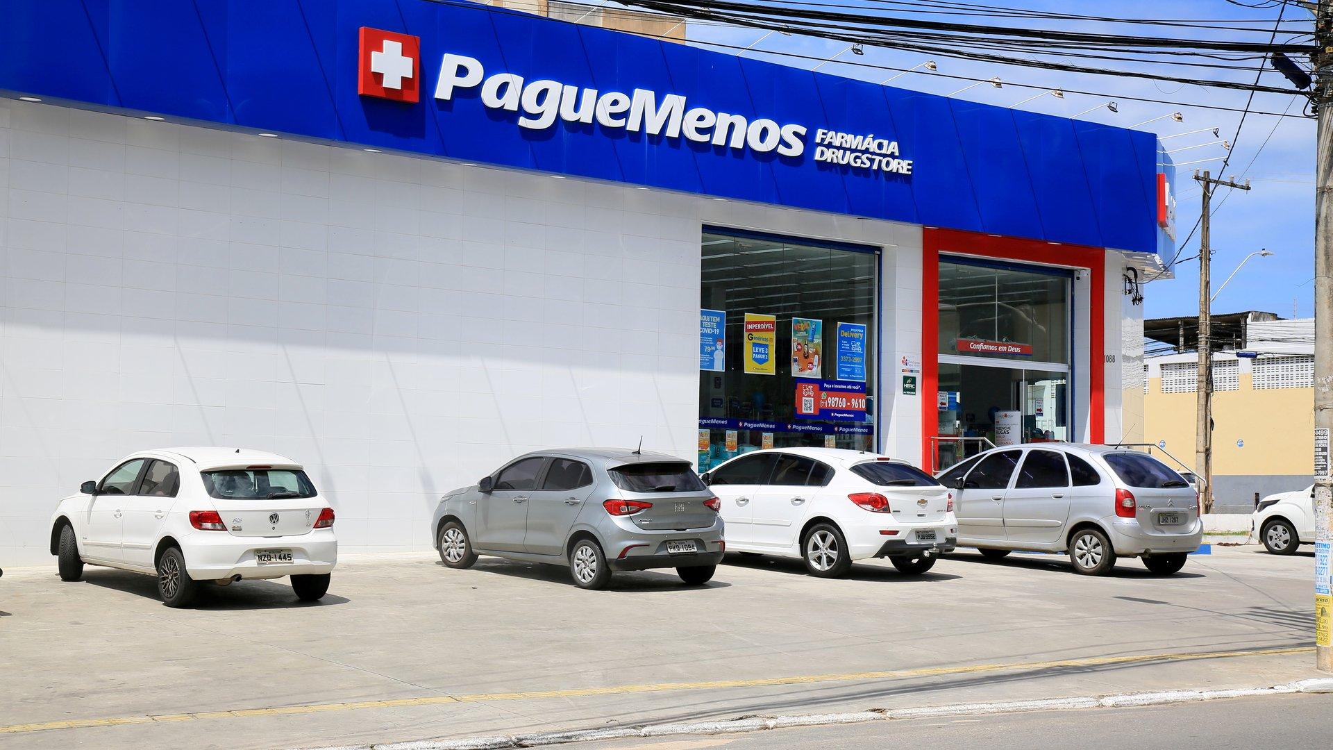 Fachada de loja da Pague Menos em Salvador